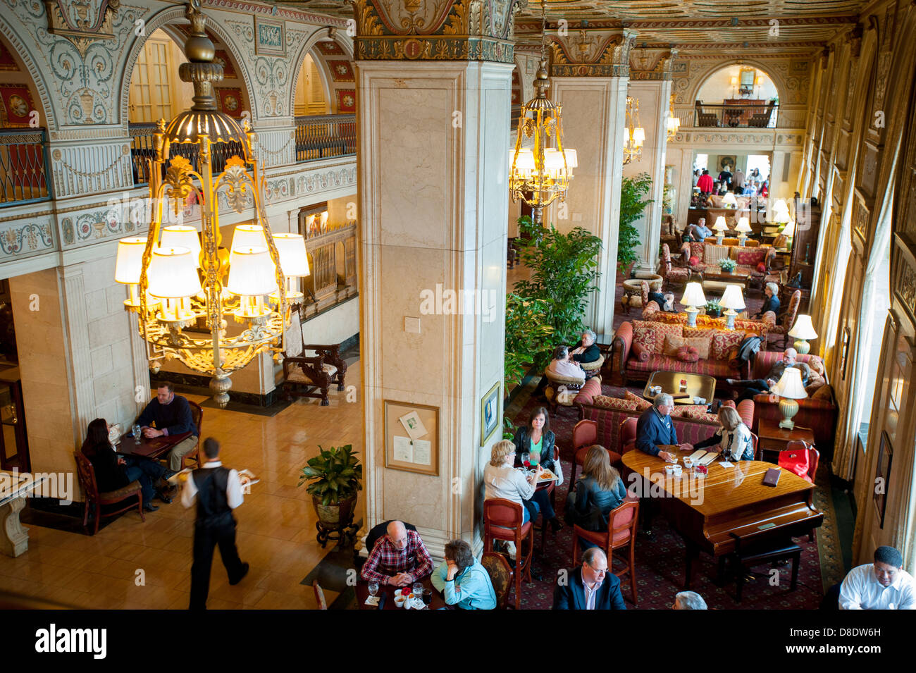 louisville-kentucky-the-brown-hotel-lobby-built-in-1923-the-opulent-D8DW6H.jpg
