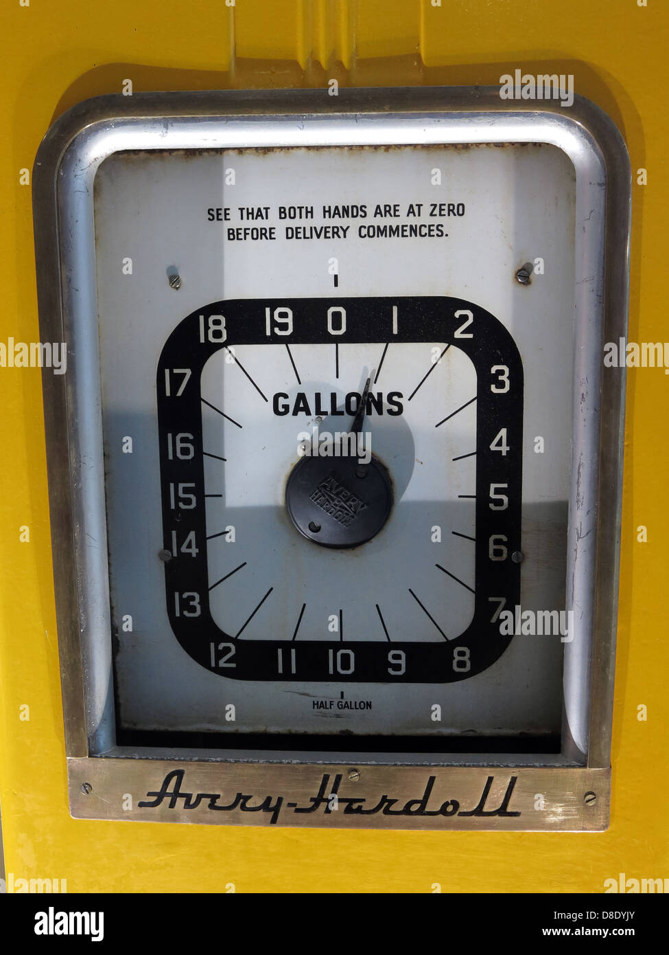 Yellow,Avery,Hardell,petrol,pump,gas,gallons,station,be,sure,that,hands,are,at,zero,before,delivery,commences,gotonysmith,dial,numbers,1,to,20,1-20,gasstation,filling,shell,Hardoll,model,1950,1950s,1950,s,1940s,calibrated,s 50s 50 40 1940 1940,gotonysmith,Buy Pictures of,Buy Images Of