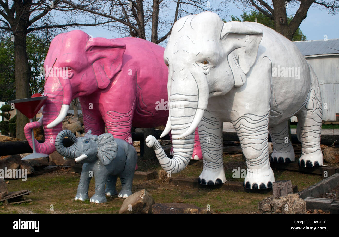 Elephant family and martini glass in Haubstadt Indiana - Stock Image
