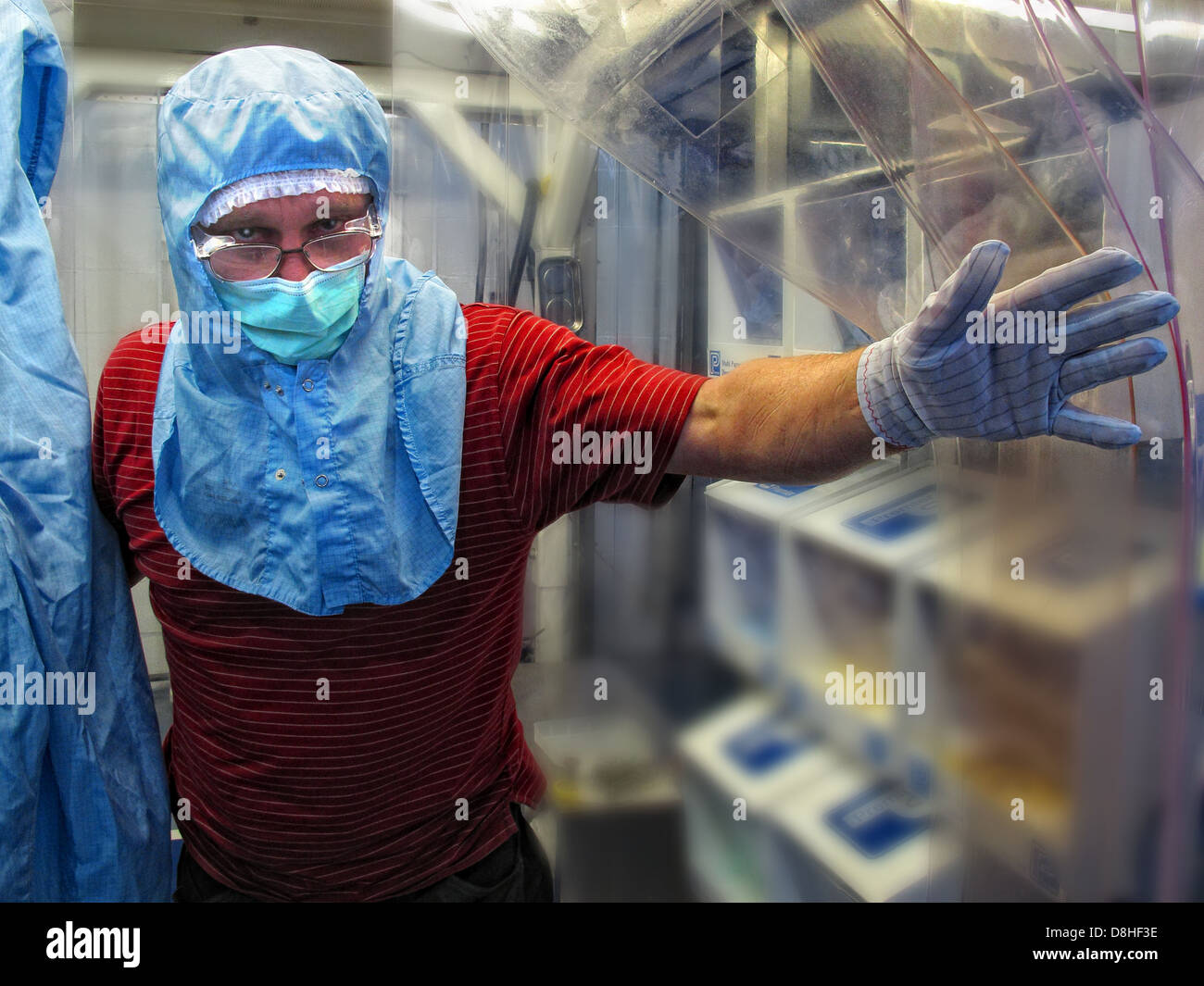 England,English,British,research,researcher,mask,safe,glove,gloves,hand,protect,protective,laboratory,man,person,Runcorn,ln,lane,industry,WA44AD,WA4,4AD,tech,technology,high,leading,Scitech,Sci-Tech,Digital,bio,biological,biomedical,trial,experiment,experiments,test,testing,Gotonysmith supercomputing supercomputers,gotonysmith,Buy Pictures of,Buy Images Of,PPE,Personal Protective Equipment
