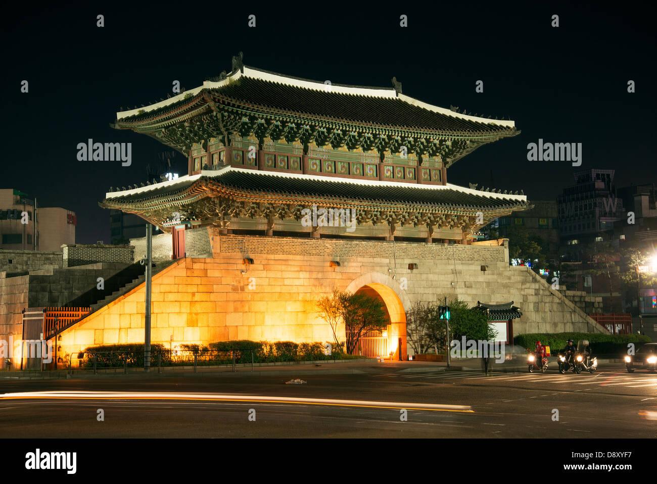 dongdaemun gate landmark in seoul south korea at night - Stock Image