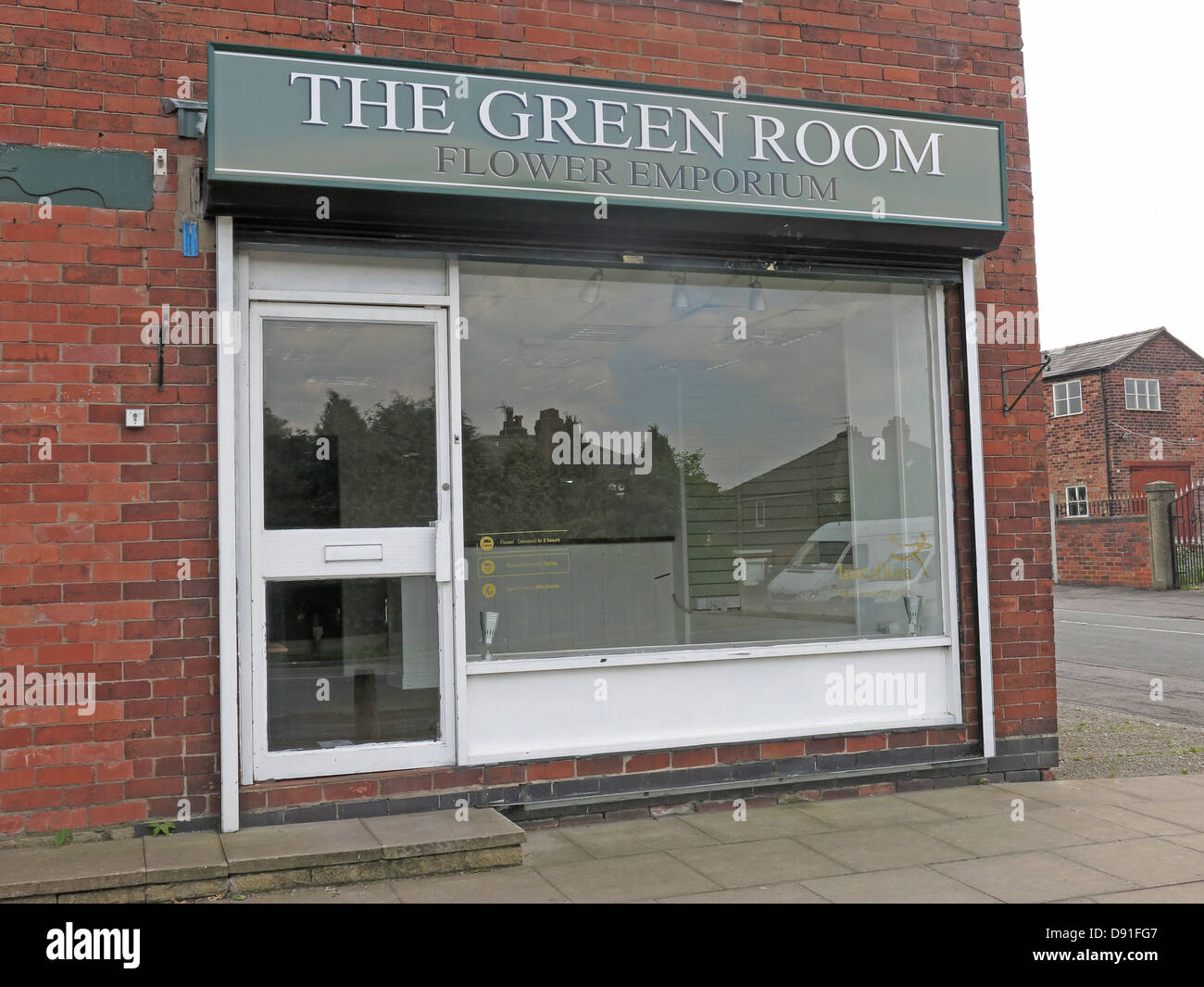 The Green Room Flower Shop Knutsford Rd Road,Grappenhall,another,business,closed,due,to,recession,closure,poor,economy,old,emporium,cheshire,England,NW,North,West,gotonysmith,corner,independent,store,suffering,austerity,going,bust,bankrupt,gotonysmith,Buy Pictures of,Buy Images Of