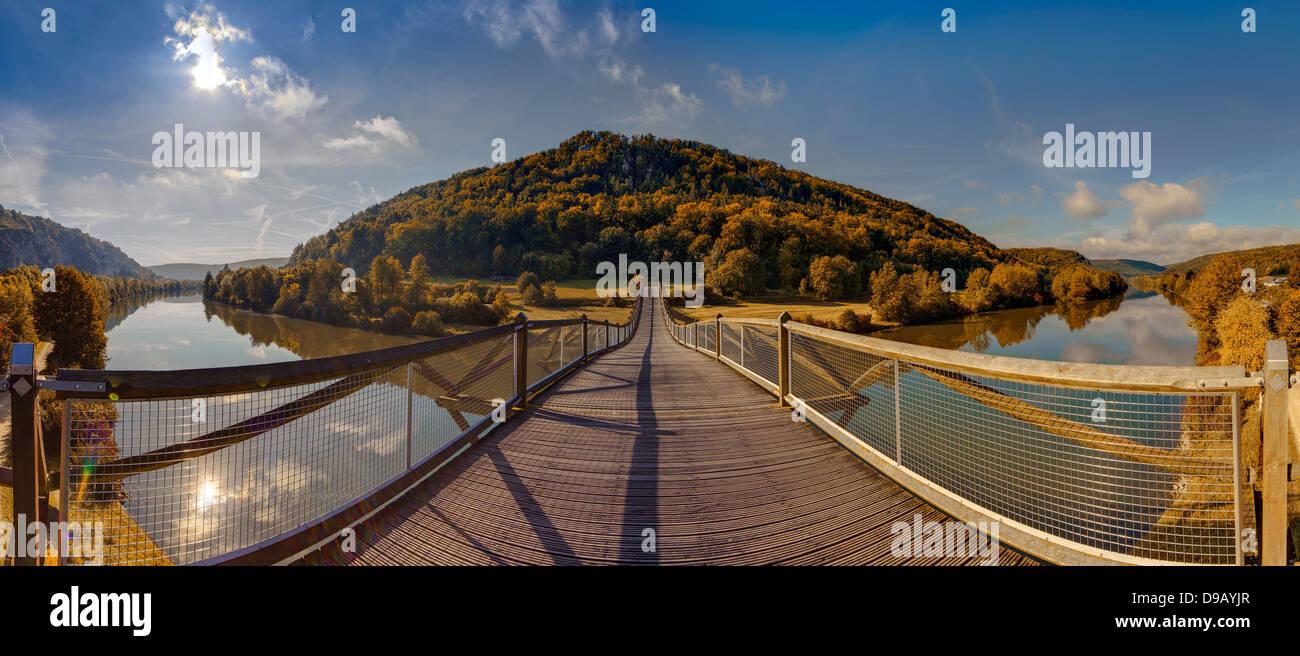 Germany, Bavaria, View of wooden Tatzelwurm Bridge at Altmuhl River - Stock Image