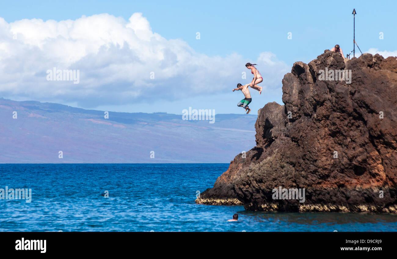 adventurers-jump-off-black-rock-at-kaana