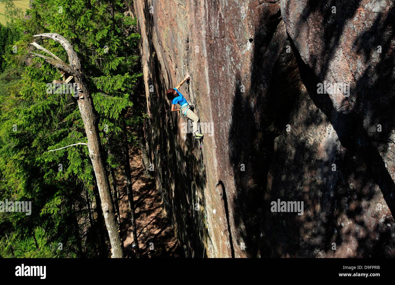 A climber scales cliffs at Bohuslan, Sweden, Scandinavia - Stock Image