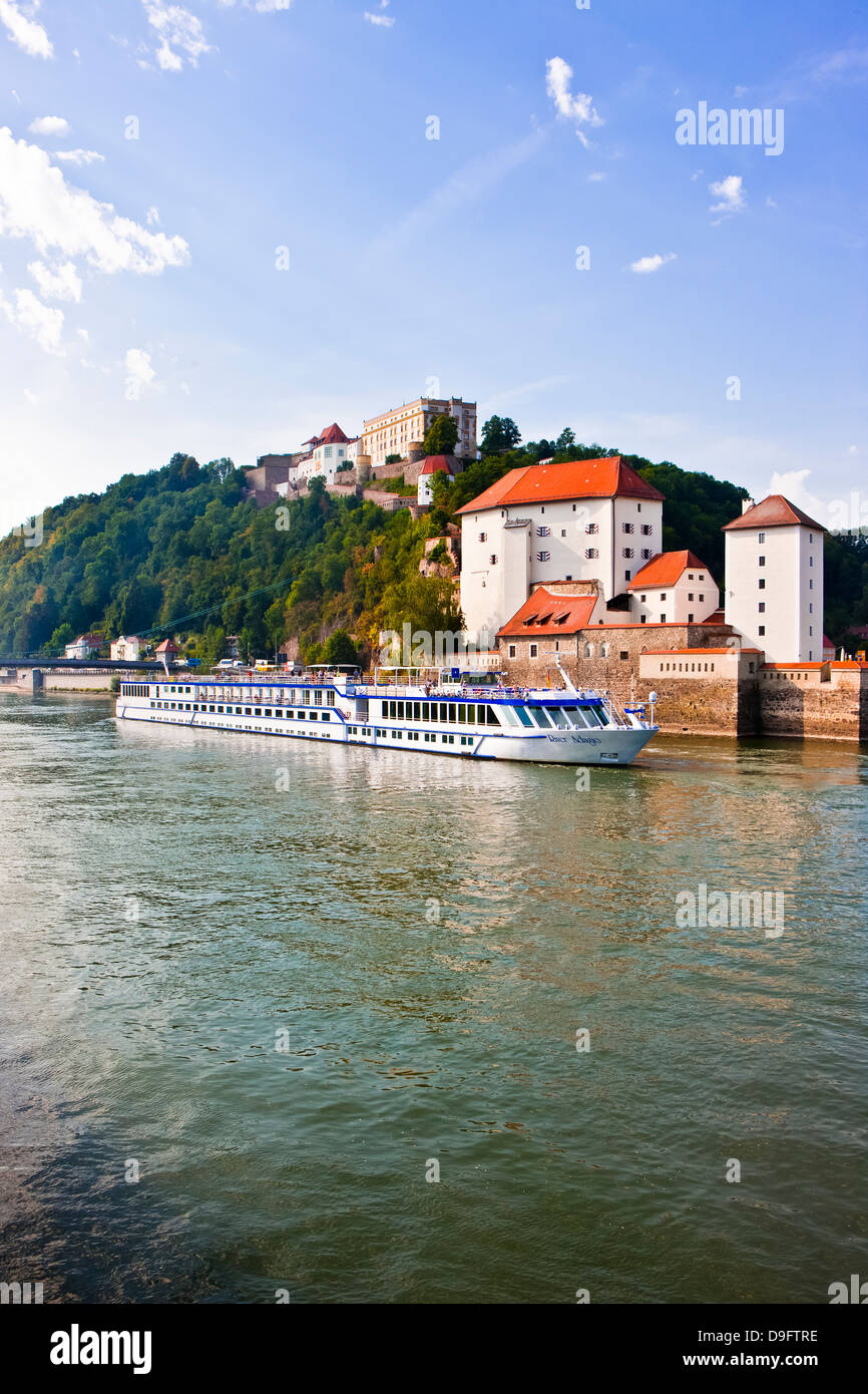 Cruise ship passing on the River Danube, Passau, Bavaria, Germany - Stock Image