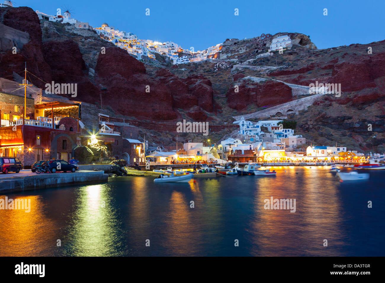 Night shot of Ammoudi Bay with Oia Santorini Greece above. - Stock Image