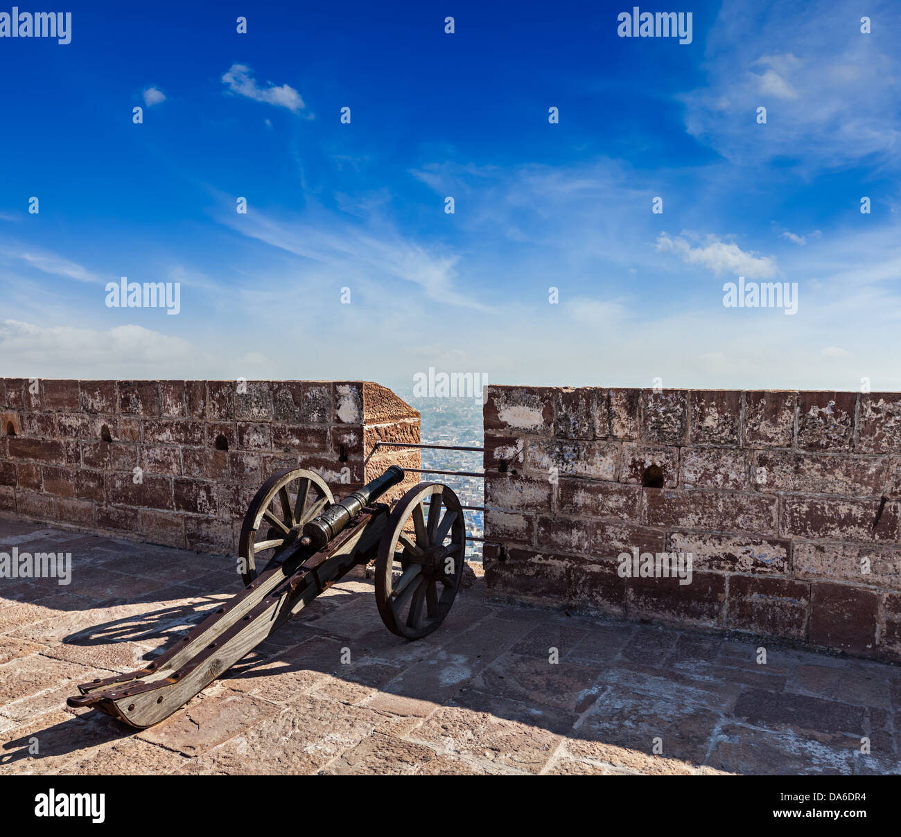 Old cannon in Mehrangarh Fort overlooking city, Jodhpur, Rajasthan, India - Stock Image