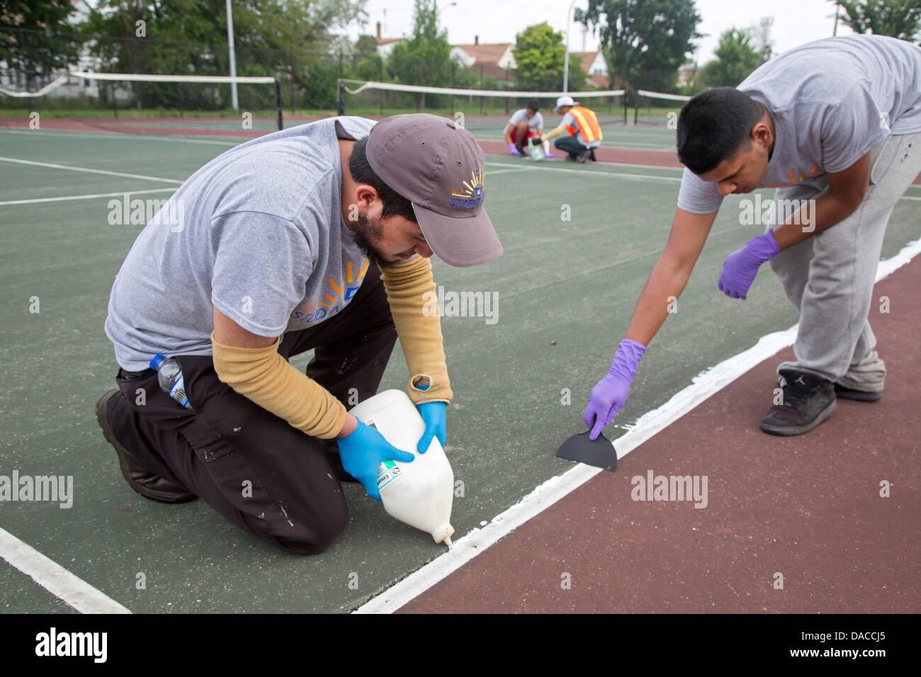 High School Students Fix Up City Park as Part of General Motors Summer Job Program - Stock Image