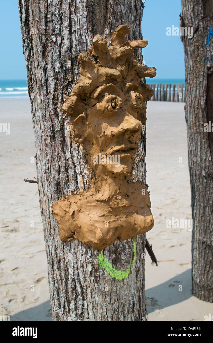 naive-clay-sand-sculpture-of-a-head-on-t