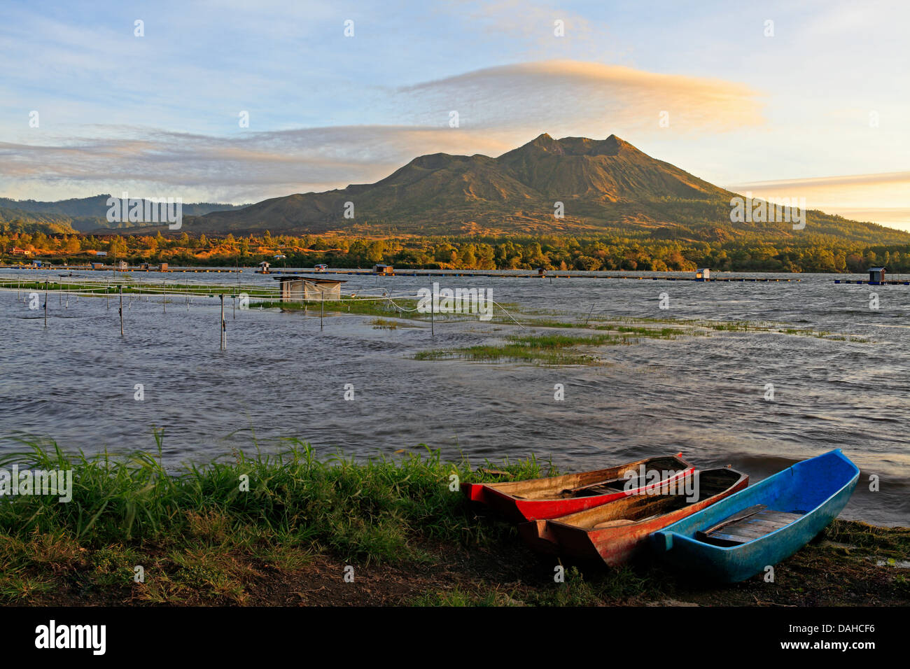 mount-batur-volcano-overlooking-lake-batur-at-sunrise-with-wooden-DAHCF6.jpg