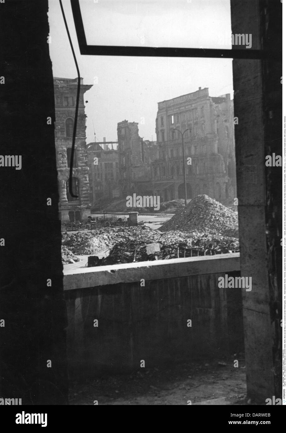 events, post war era, destroyed cities, Berlin, view from the New Chancellory to Wilhlmsplatz, 1948, Germany, ruins, - Stock Image