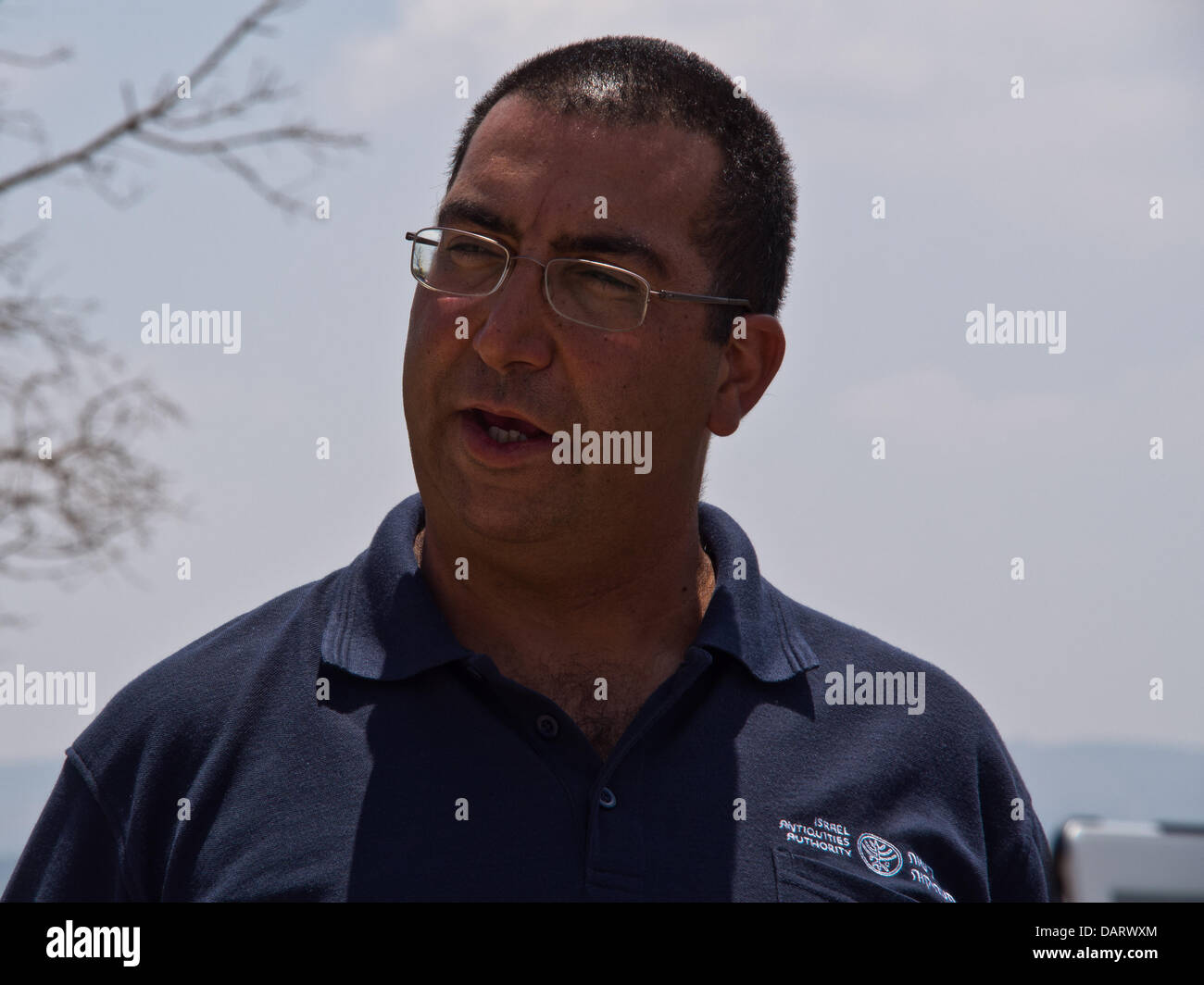 Bet Shemesh, Israel. 18th July 2013. SAAR GANOR, of the Israel Antiquities Authority, explains the significance - Stock Image