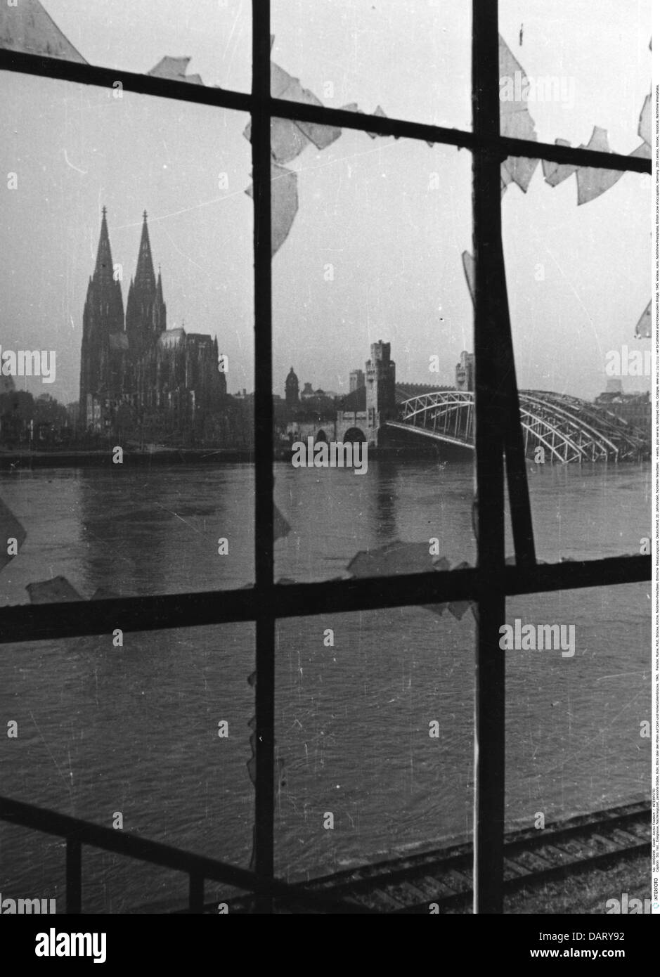 events, post war era, destroyed cities, Cologne, view over the Rhine river to Cathedral and Hohenzollern Bridge, - Stock Image