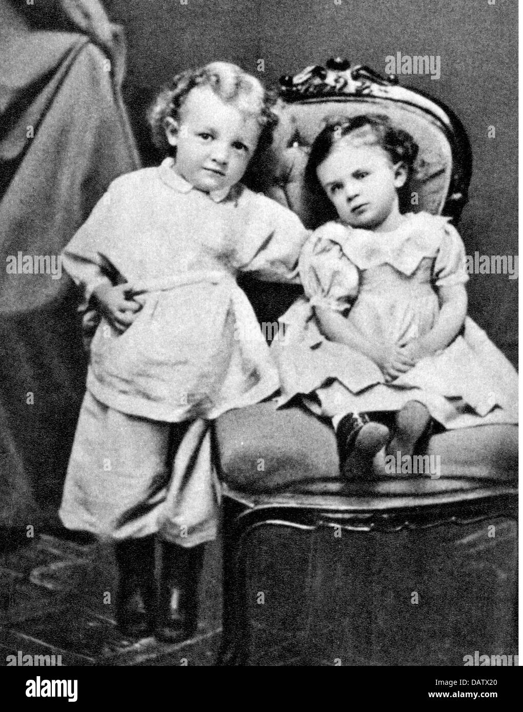 Lenin (Vladimir Ilyich Ulyanov), 22.4.1870 - 21.1.1924, Russian politician, half length, as a child, with his sister Stock Photo