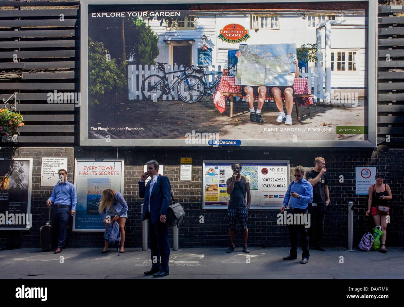 london-commuters-stand-outside-to-smoke-