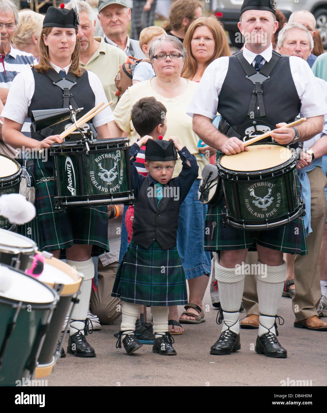 family-members-of-rothbury-highland-pipe-band-rothbury-traditional-DB4H0M.jpg
