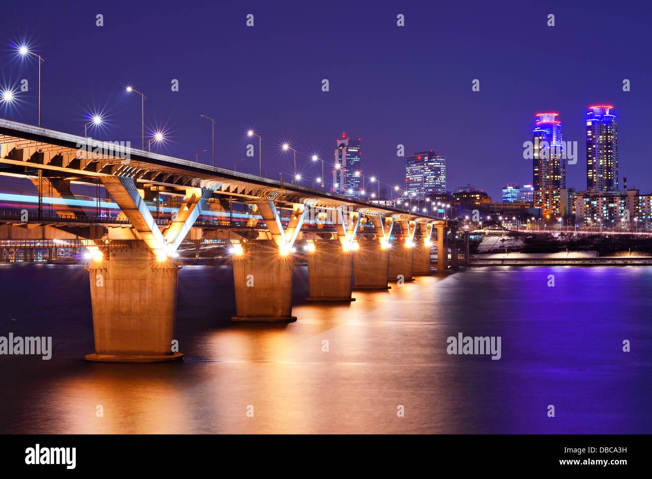 Han River and Bridge in Seoul, South Korea. - Stock Image