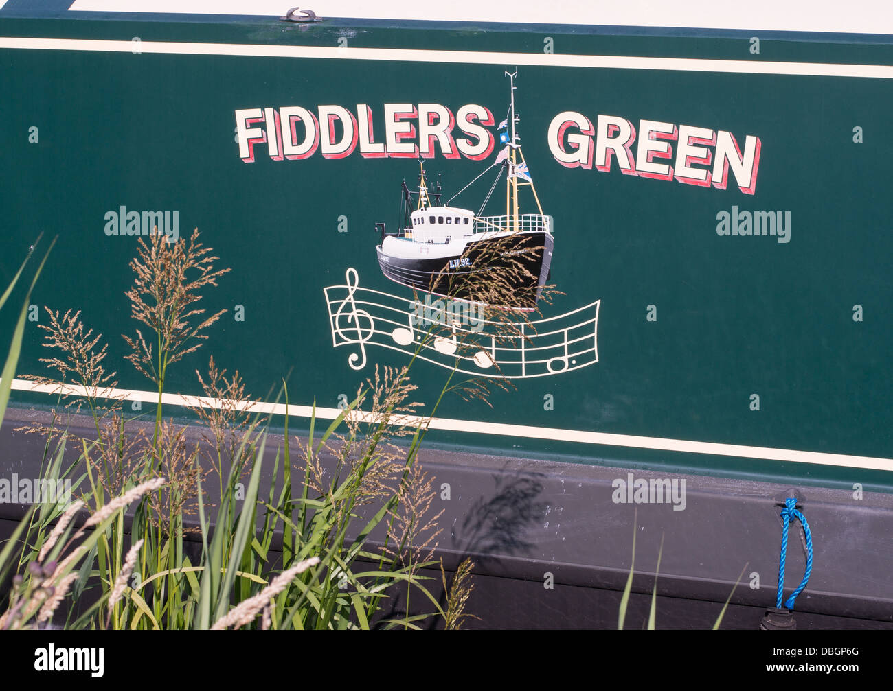 fiddlers-green-name-painted-on-the-side-of-a-canal-narrow-boat-england-DBGP6G.jpg