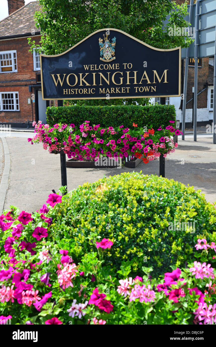 'Welcome to Wokingham' sign, London Road, Wokingham, Berkshire, England, United Kingdom Stock Photo