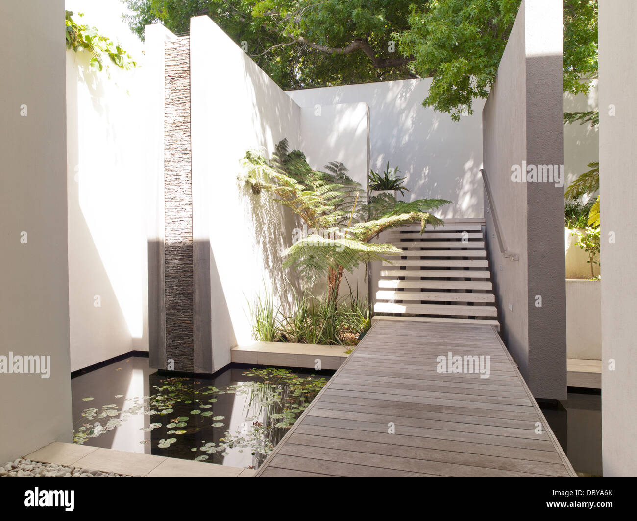 Pond in courtyard of modern house - Stock Image