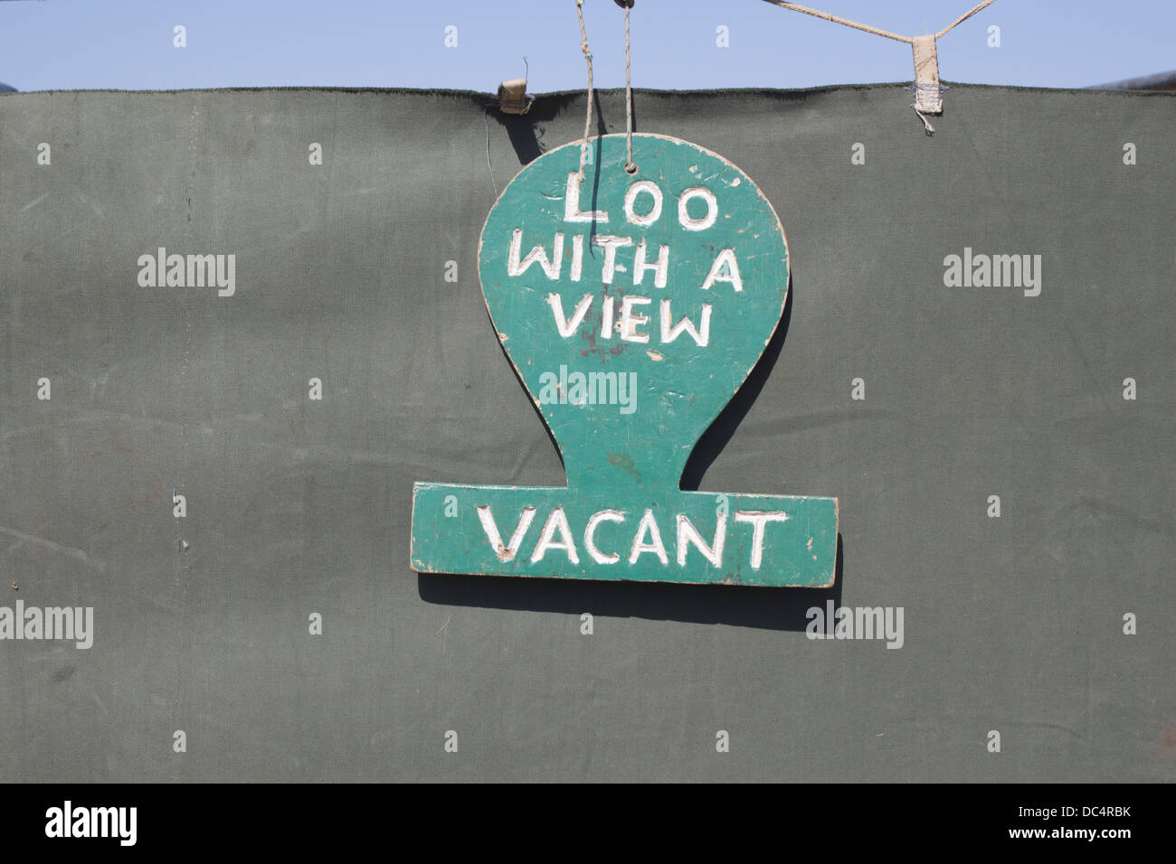 sign-for-the-loo-with-a-view-on-the-serengeti-plain-tanzania-africa-DC4RBK.jpg
