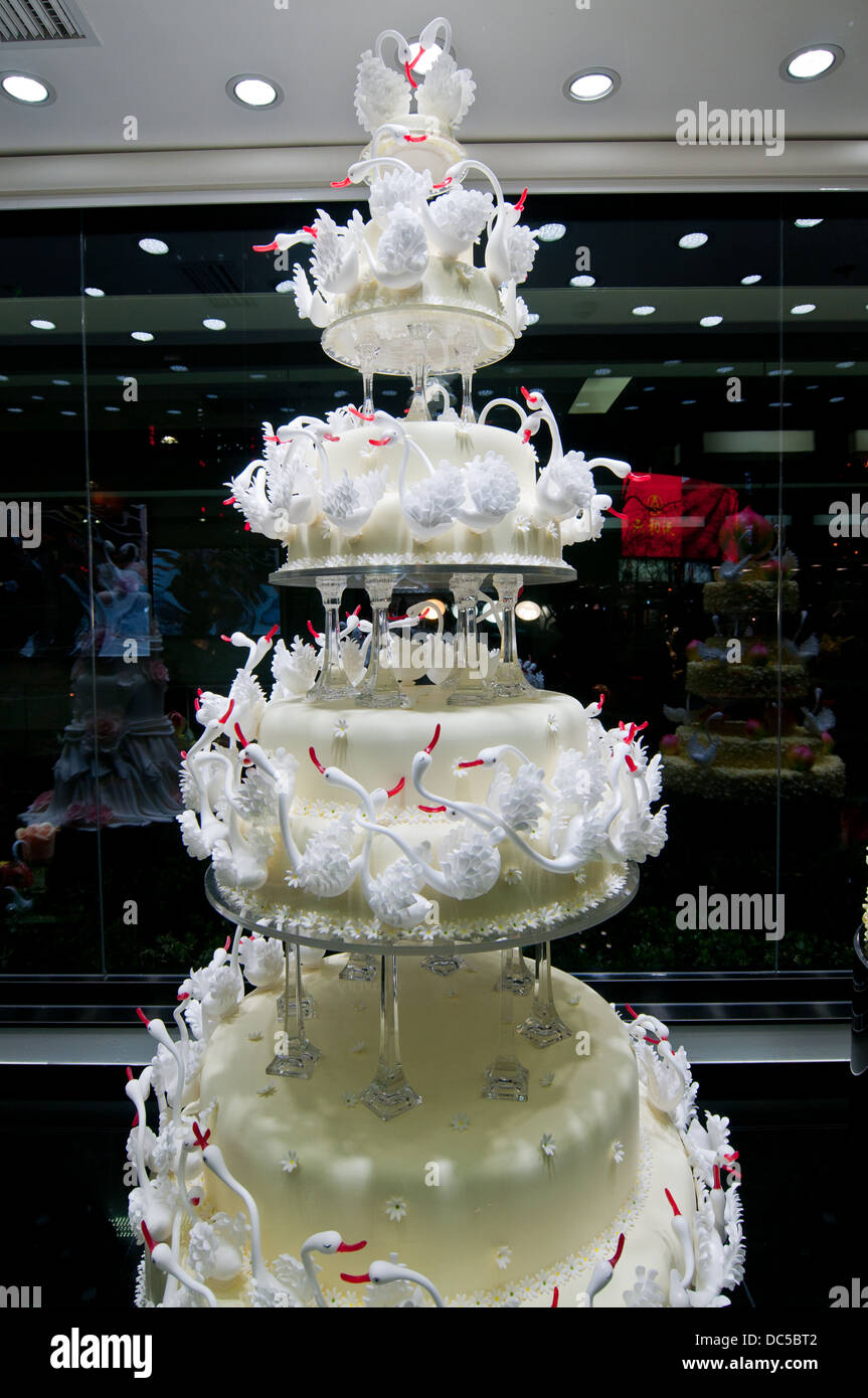 most extravagant wedding cakes most expensive wedding cake in black swan luxury cake shop 17576