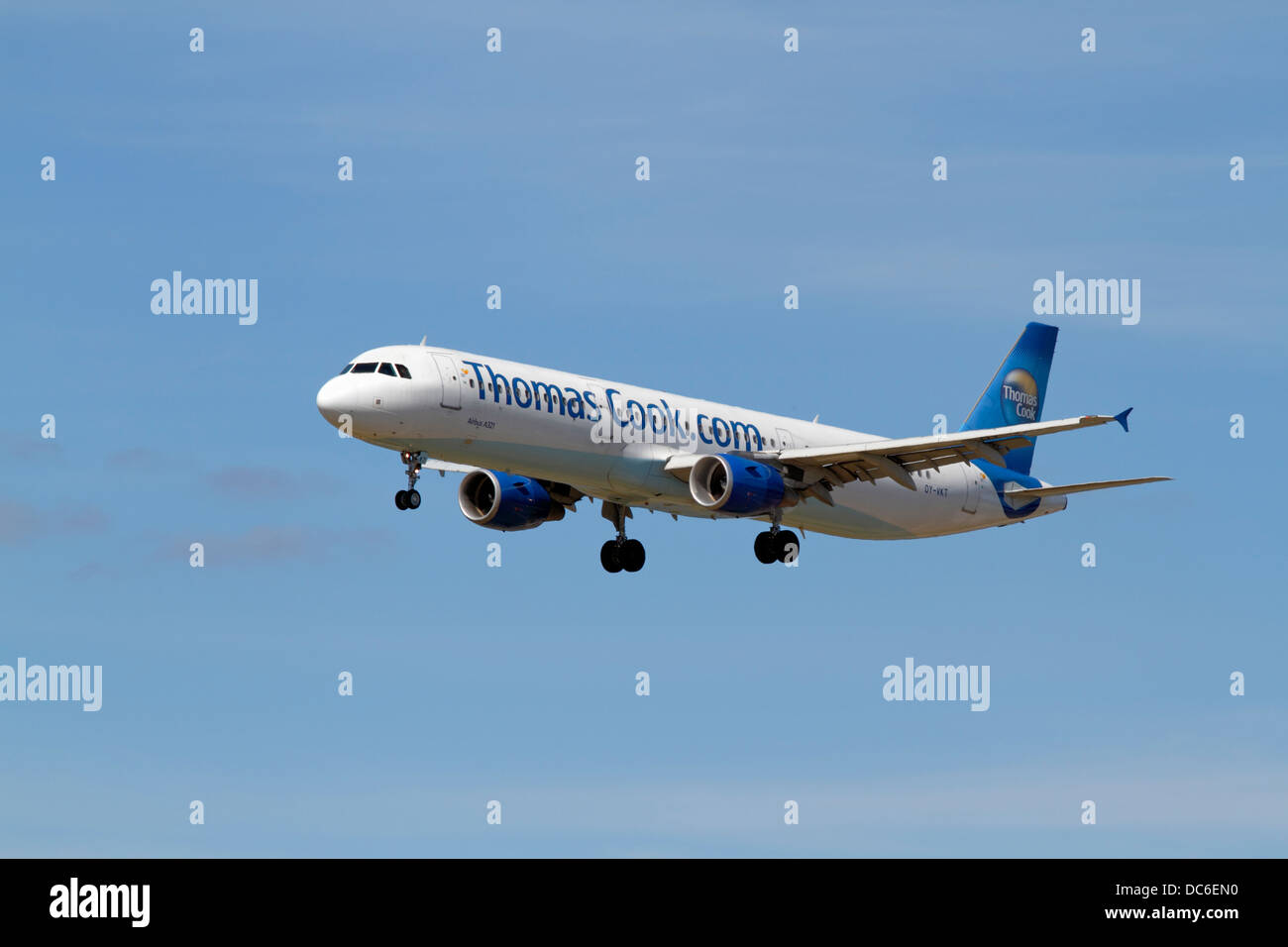 thomas-cook-airbus-a321-211-on-final-app