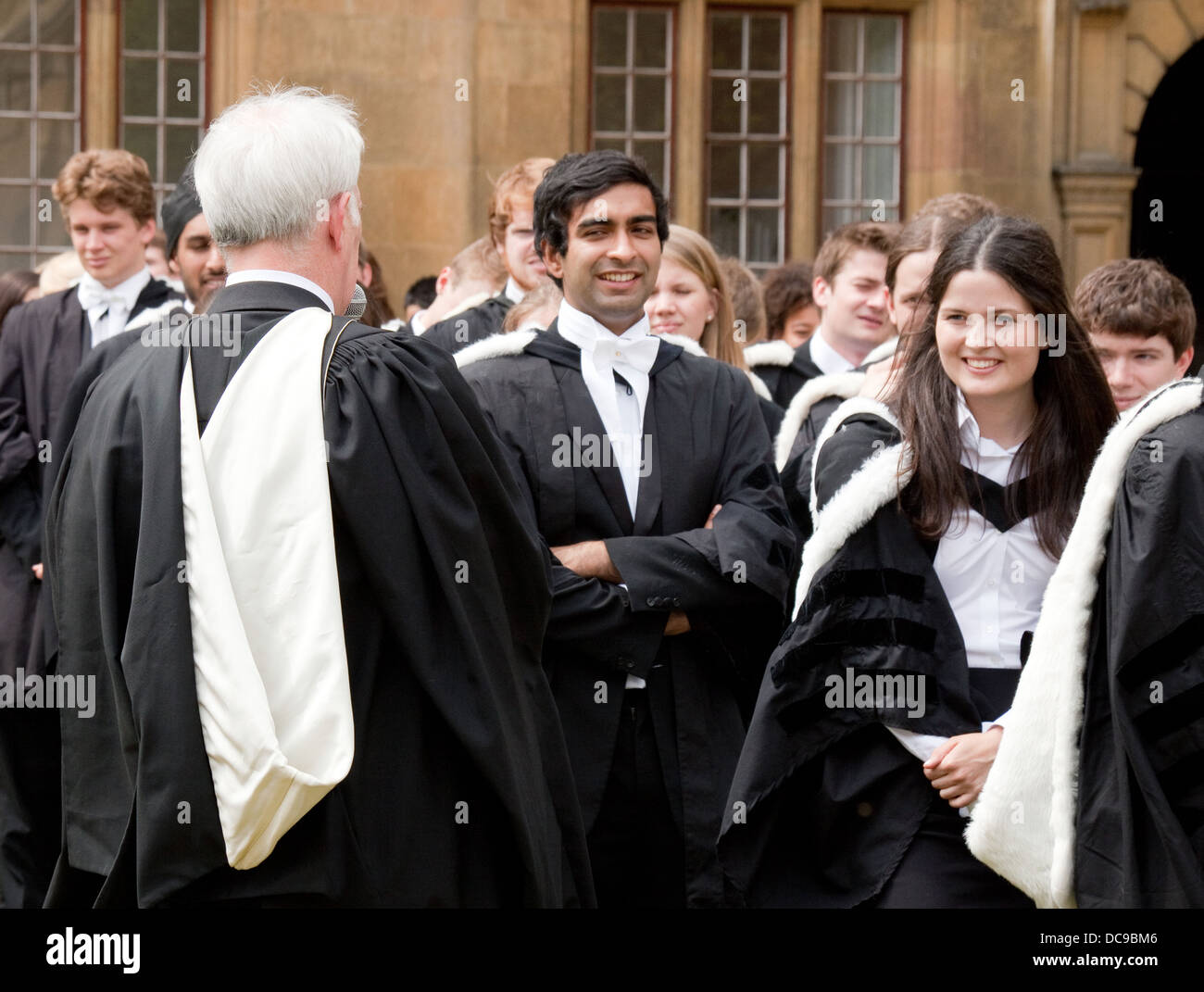 Contemporary Oak Hall Graduation Gowns Crest - Images for wedding ...