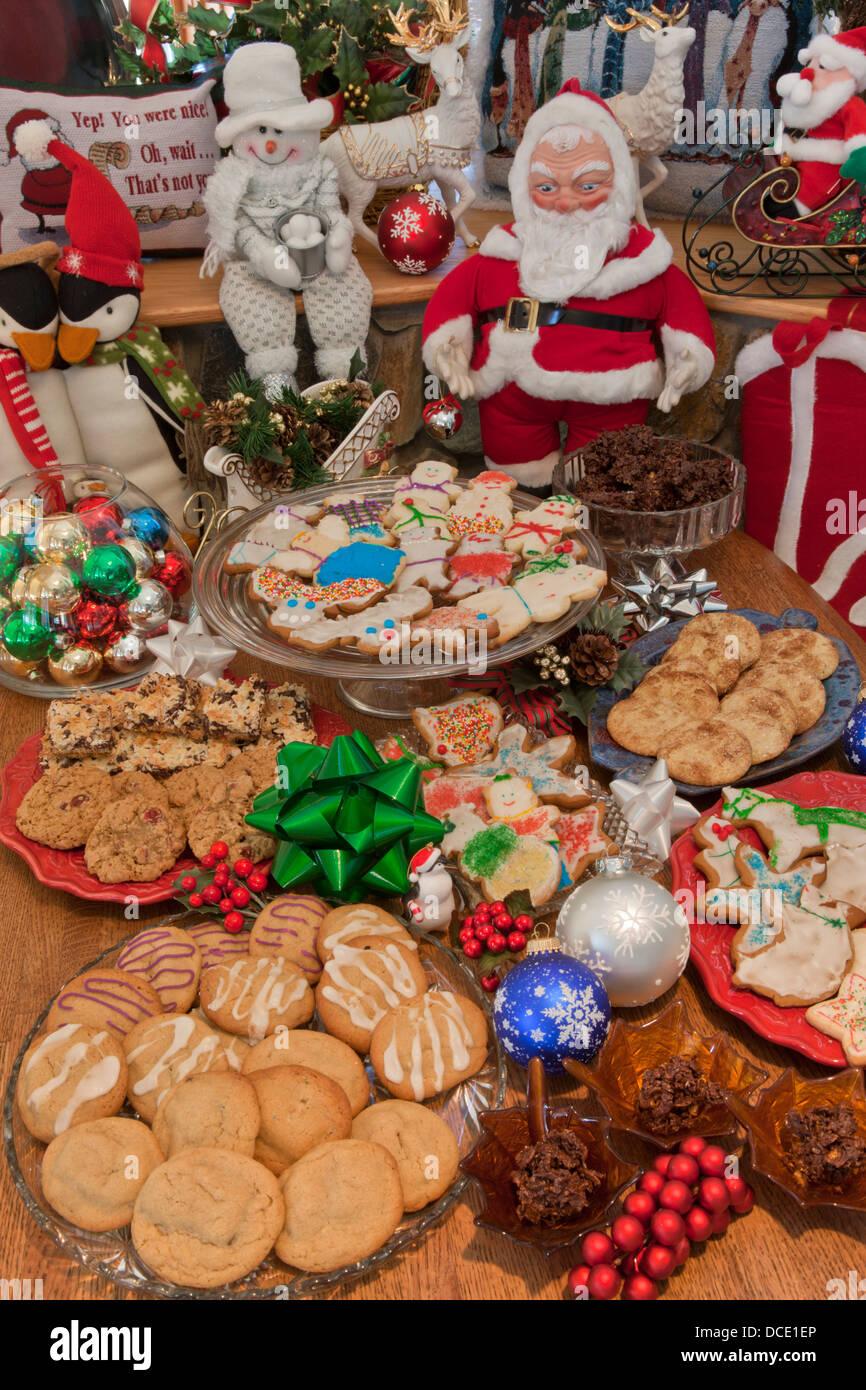 USA, Colorado, Woodland Park. Display of festive cookies during the Christmas season. - Stock Image