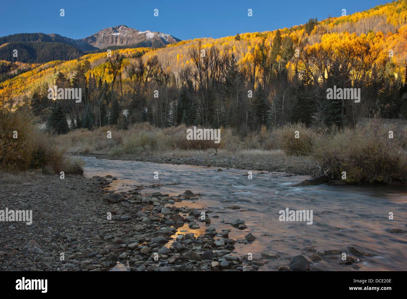USA, Colorado, San Juan Mountains. Sunshine Mountain looms above San Miguel River. - Stock Image