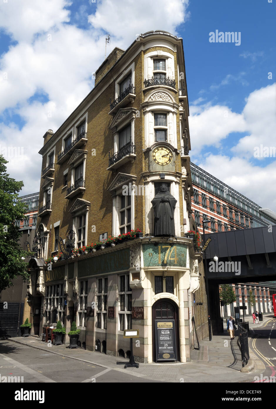 public,house,pub,pubs,bar,bars,Blackfriars,North,London,England,UK,classic,gin,palace,palaces,drinking,beers,ales,CAMRA,in,art,deco,artdeco,art-deco,nicolsons,perfect,art,nouveau,art,John,Betjeman,Nicholsons,Nicholsons,brewing,history,heritage,brewary,brewery,traffic,light,lights,clock,summer,Gotonysmith,tourist,tourism,drinking,tour,tours,of,around,famous,pubs,bars,EC4V,4E,EC4V4E,building,architecture,victorian,pubs,bars,of,London,classic,tourist,attraction,travel,vacation,Buy Pictures of,Buy Images Of,Pubs Of London,must see