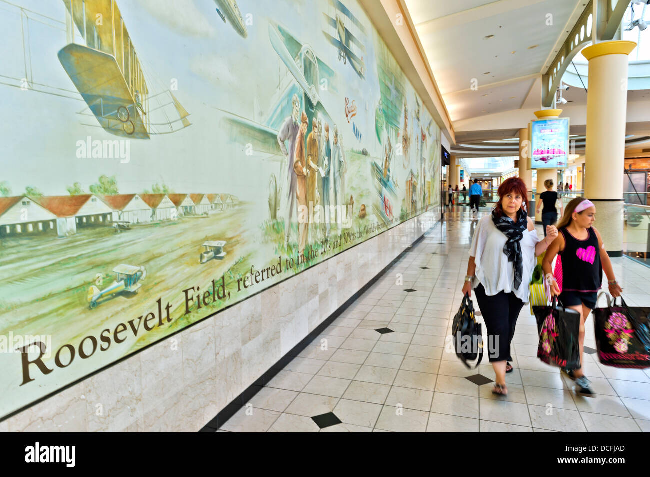 Roosevelt field shopping mall stock photos roosevelt field shopping mall stock images alamy for Roosevelt field garden city ny