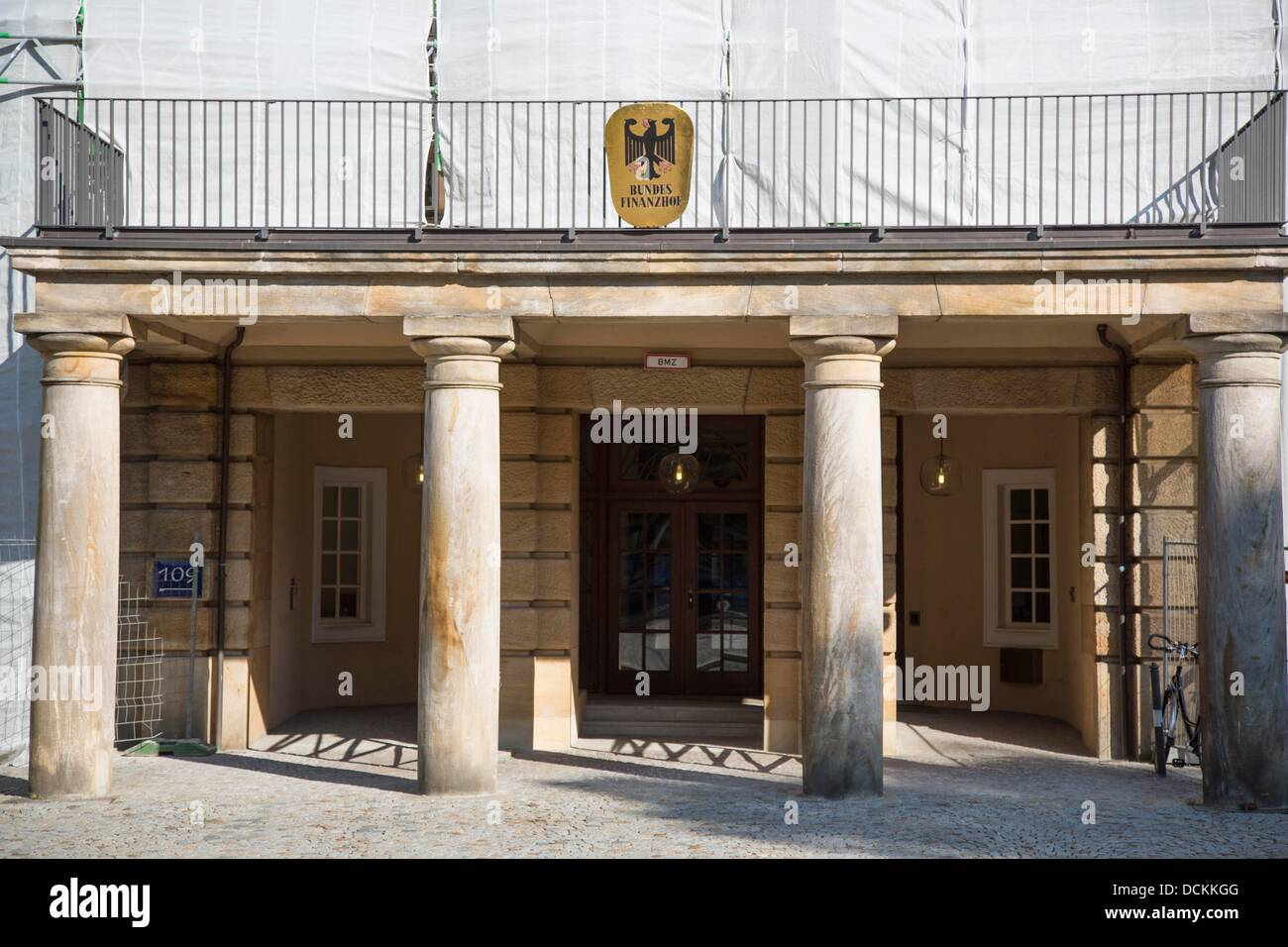 Eingang zum Bundesfinanzhof  in München, Foto: Robert B. Fishman, ecomedia, 5.7.2013 - Stock Image