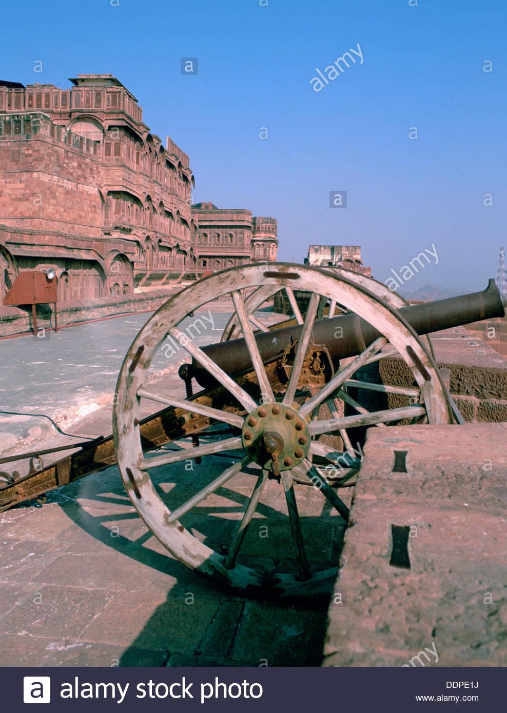 Cannon on the ramparts, Mehrangarh Fort, Jodhpur, Rajasthan, India. Artist: Dr Stephen Coyne - Stock Image