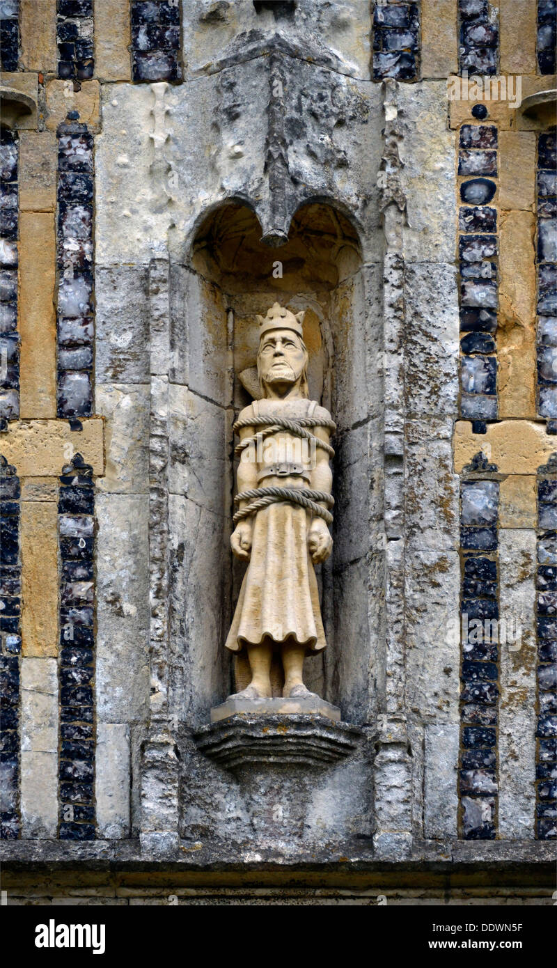 statue-of-saint-edmund-church-of-saint-edmund-king-and-martyr-southwold-DDWN5F.jpg