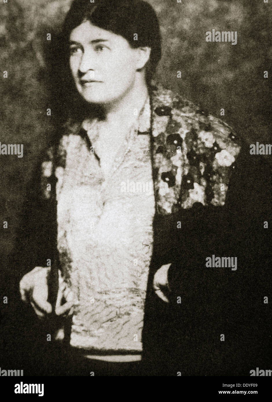 A biography and life work of willa sibert cather an american novelist