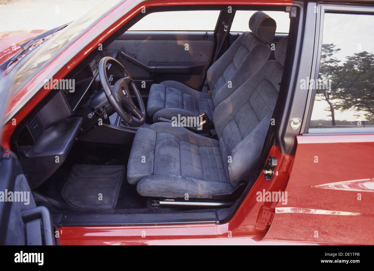 lancia delta integrale hf sports car 4x4 4wd 1990s - interior view