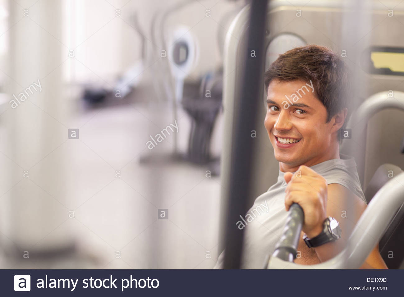 Man working out in gym - Stock Image