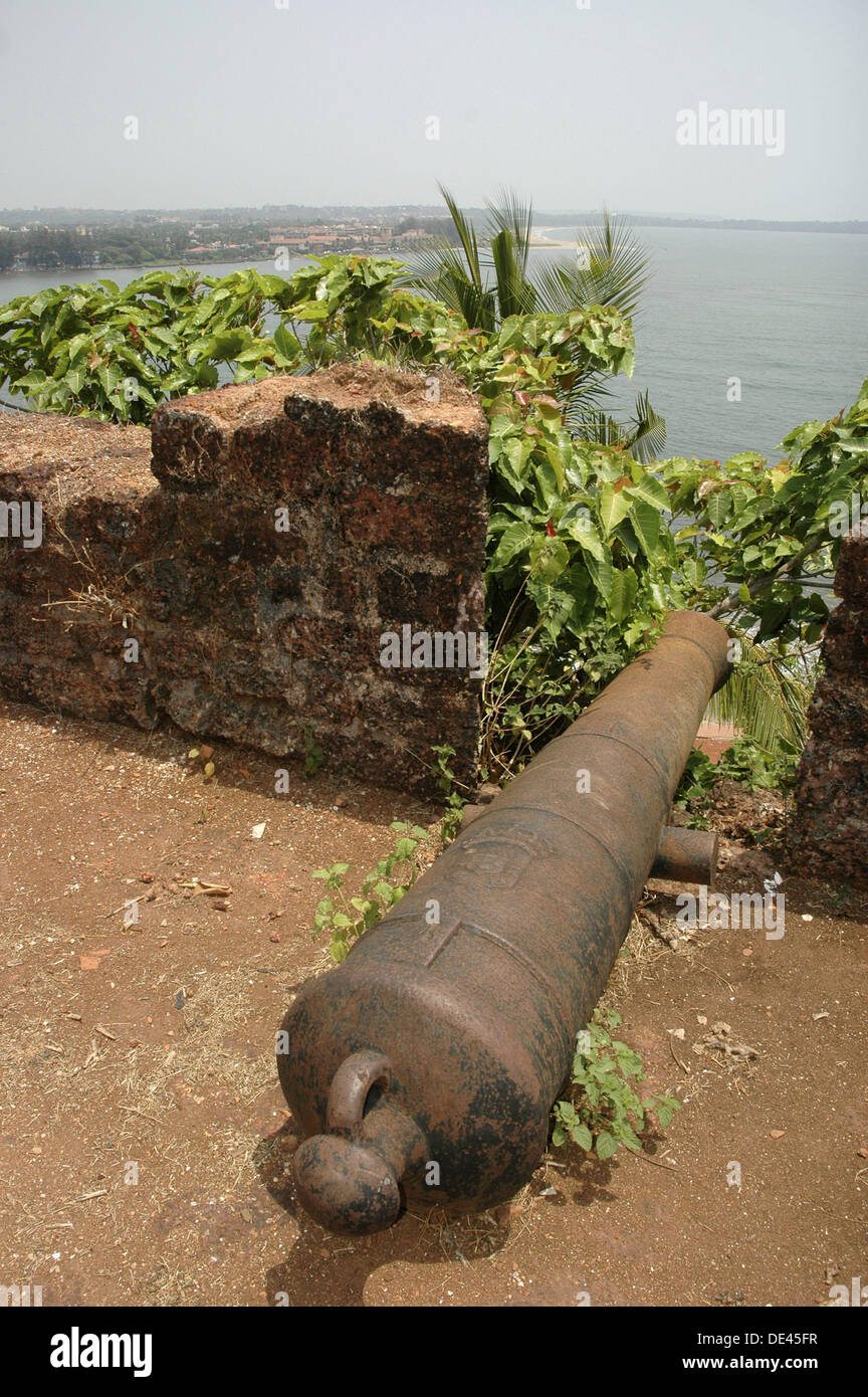 Goa India, cannon along the walls of Reis Magos Fort - Stock Image