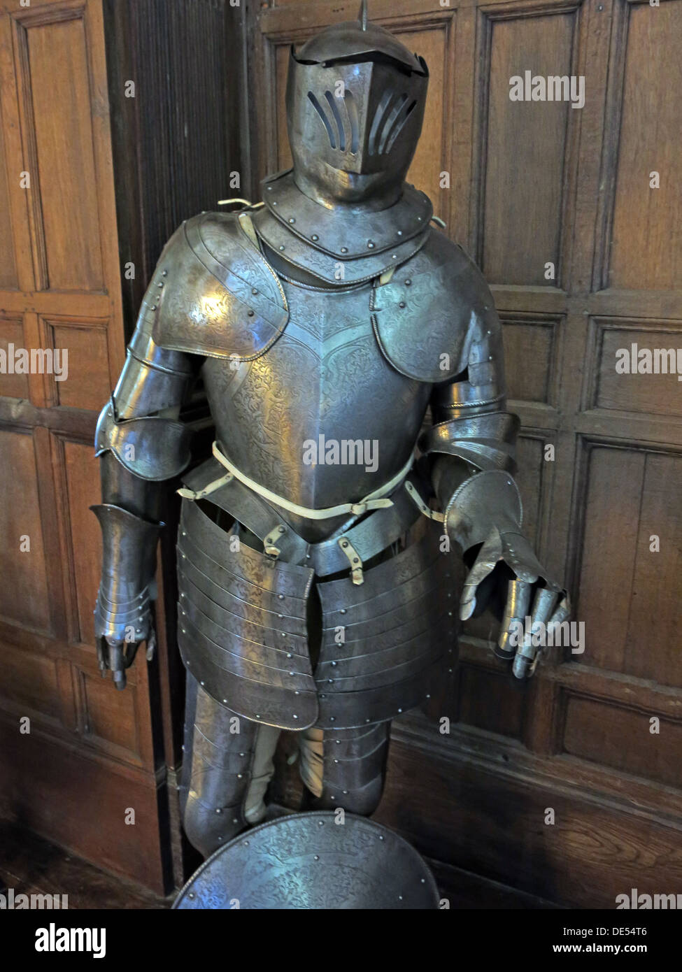 Knight,fight,fighting,metal,British,joust,jousting,functional,protection,for,battle,history,historic,ancient,old,fashioned,iron,steel,metallic,armoury,plate,armour,middle,ages,fight,fighting,shining,battlefield,classic,Europe,European,suit of armour,suit of armor,old fashioned,old-fashioned,GoTonySmith,@HotpixUK,gothic,plated,Medieval,war,combat,style,antiqued,body,Buy Pictures of,Buy Images Of,Images of,Stock Images,Medieval Armour,16th Century,17th Century,Body Armour