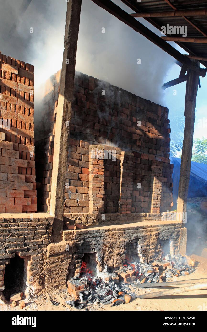 firing-handmade-clay-bricks-at-a-factory-anturan-village-tukaddmunga-DE7AW8.jpg