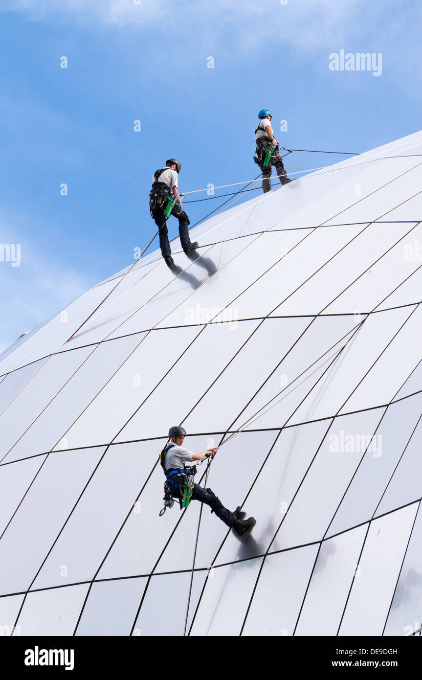 three-men-abseiling-down-the-curved-roof-of-the-gateshead-sage-concert-DE9DGH.jpg