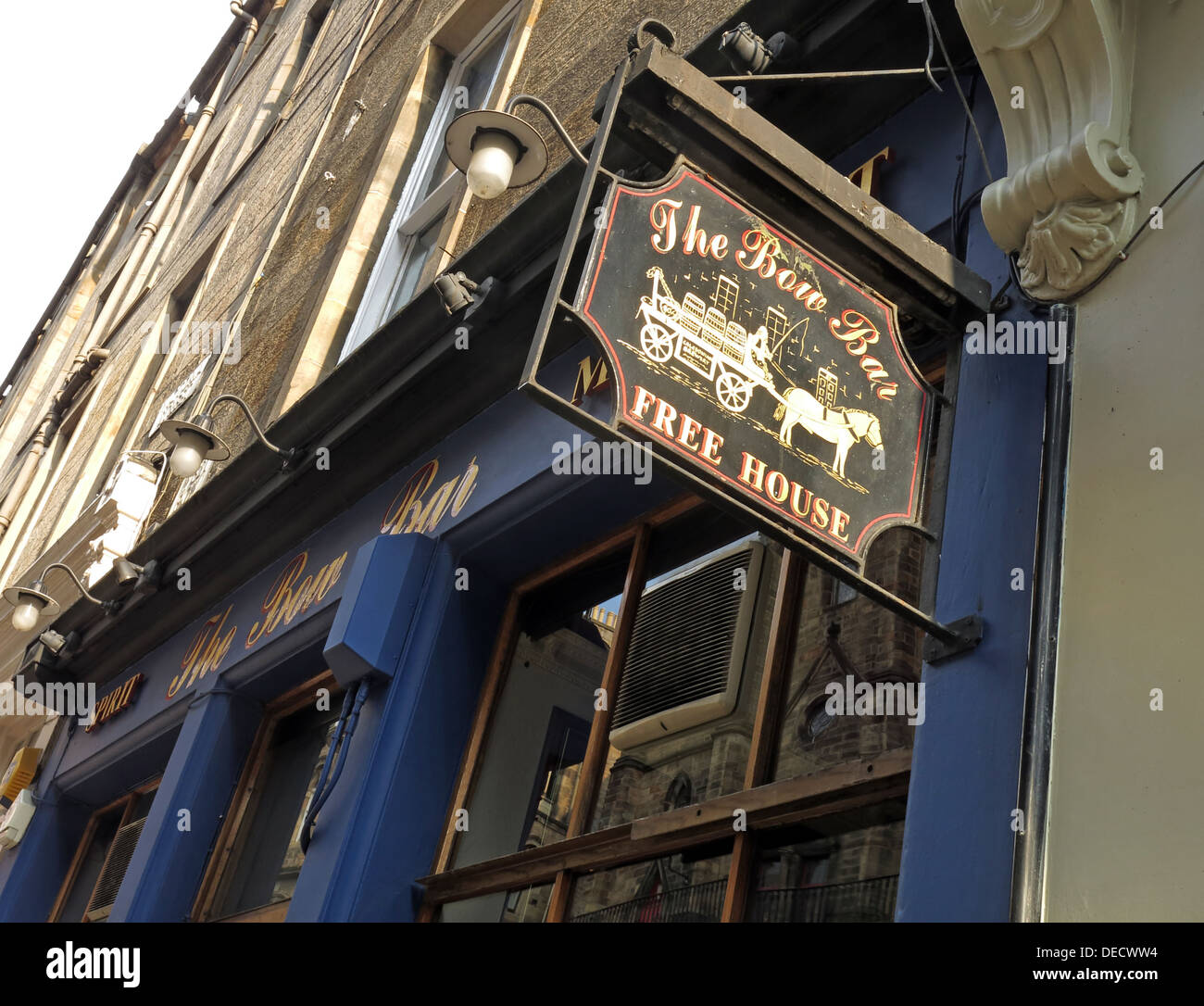 outside,sign,free house,free house,The Bow Bar,exterior,Victoria Street,Edinburgh,Scotland,UK,Victoria St,tourist,travel,Victoria,pub,real ale,80 West Bow,Midlothian,EH1 2HH,EH12HH,GoTonySmith,Buy Pictures of,Buy Images Of