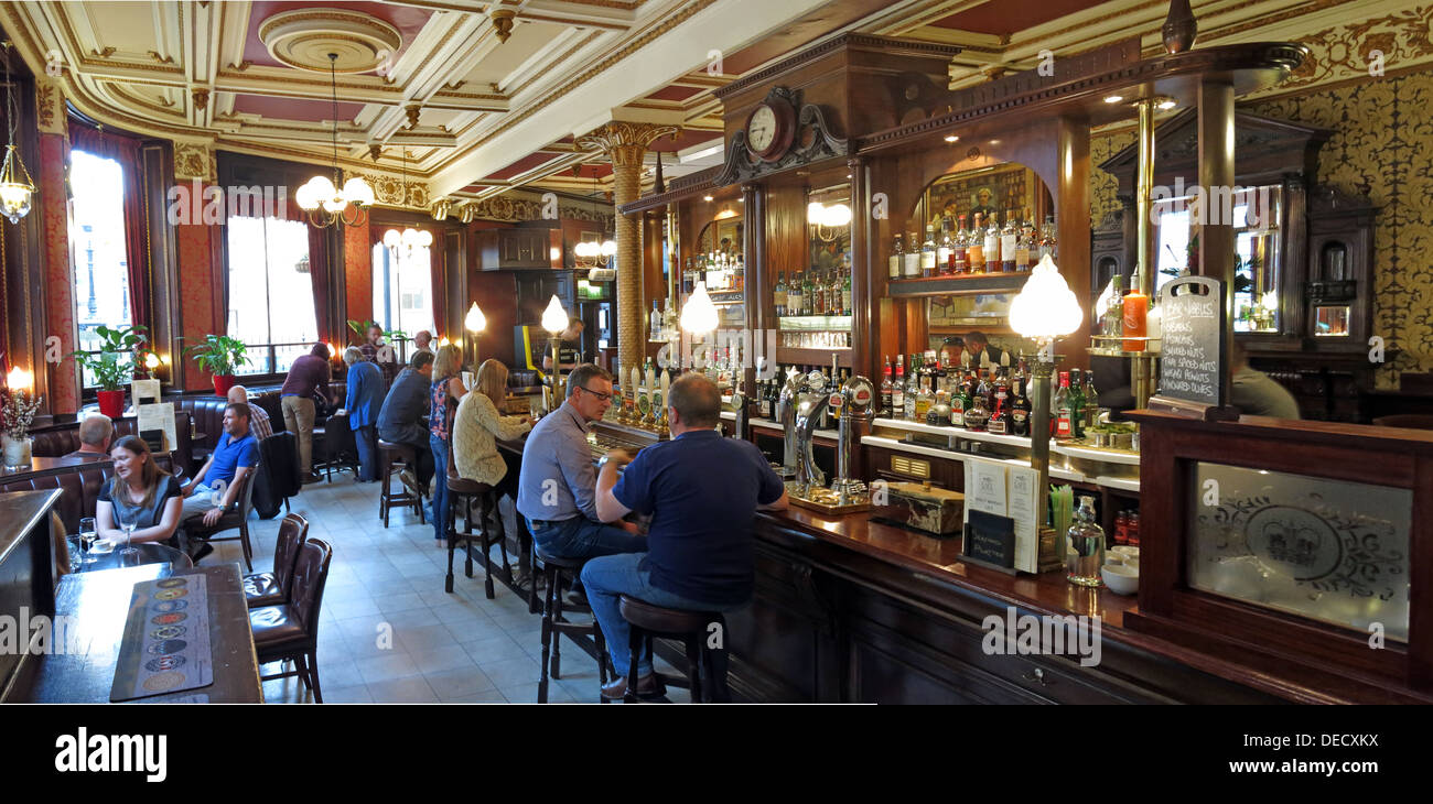 pub,bars,pubs,drink,drinking,drinkers,inside,interior,licensed,premises,Panorama,of,Cafe Royal,bar,West Register Place,Edinburgh,Scotland,UK,caferoyal,west,register,place,New Town,historic,history,gastropub,food,ale,CAMRA,Victorian,Victorian Bar,GoTonySmith,newtown,Buy Pictures of,Buy Images Of,Scotlands History,Scotlands History