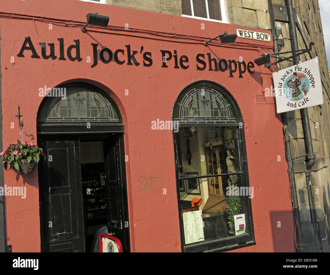 Old,jock,Shop,WestBow,near,Grassmarket,Grass,Market,top,of,traditional,Scots,Scottish,food,city,Edinburgh,Scotland,UK,city,of,Great,Britain,GB,tourist,tourism,pieshop,GoTonySmith