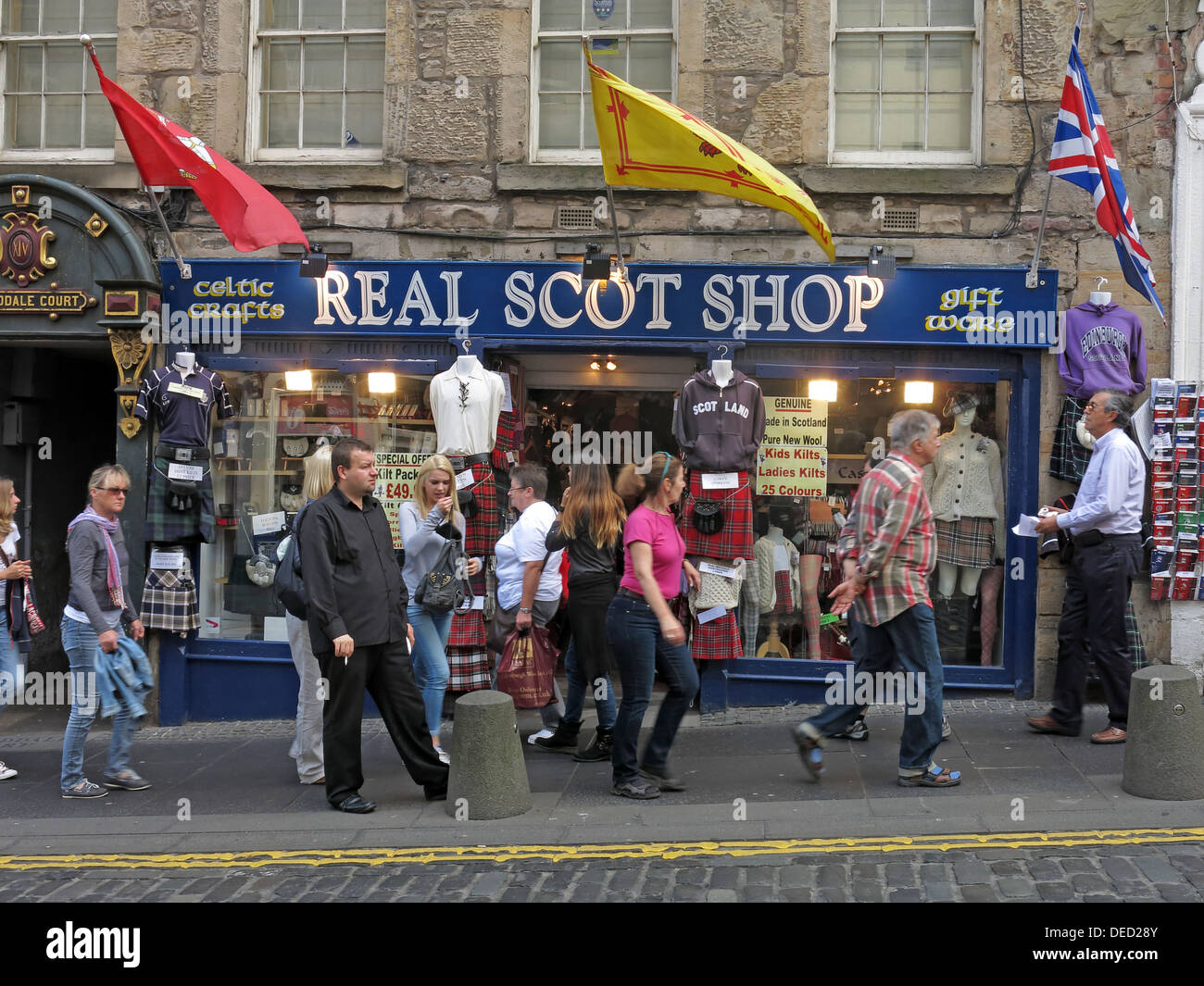 EH1,Scottish,Scot,scots,independance,independence,crafts,Royal,mile,high,st,street,classic,union,jack,flag,flying,Saltaire,Scottish,Scotish,crowd,of,people,tourists,buying,buyers,souvenirs,scotshop,flags,flying,fluttering,in,th,ebreeze,Gotonysmith,tourist,tourism,travel,traveller,destination,thing,to,see,building,architecture,classic,old,buildings,Buy Pictures of,Buy Images Of