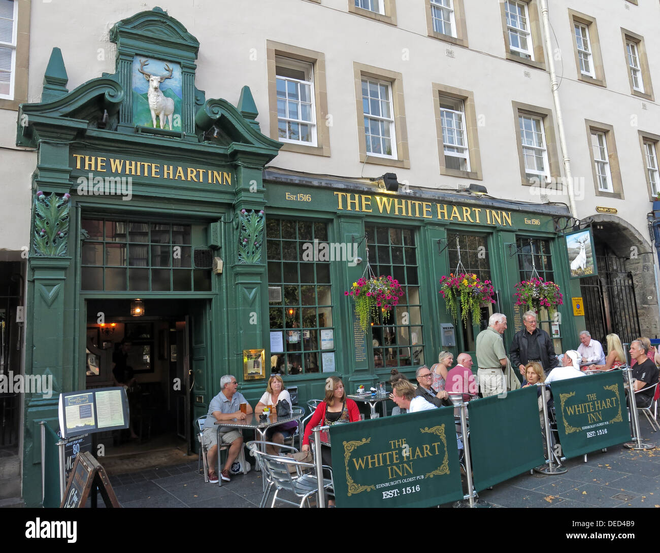 EH1,Scottish,Scot,scots,independance,independence,green,entrance,classic,bar,Grassmarket,square,old,town,city,capital,pubs,pub,food,drink,tourist,tourism,Gotonysmith,Buy Pictures of,Buy Images Of,grub,pub food,capital city,capital city of Scotland sun,sunny,summer,eating out,cafe culture,White Hart,old town,historic,history,Edinburgh History,Edinburghs history