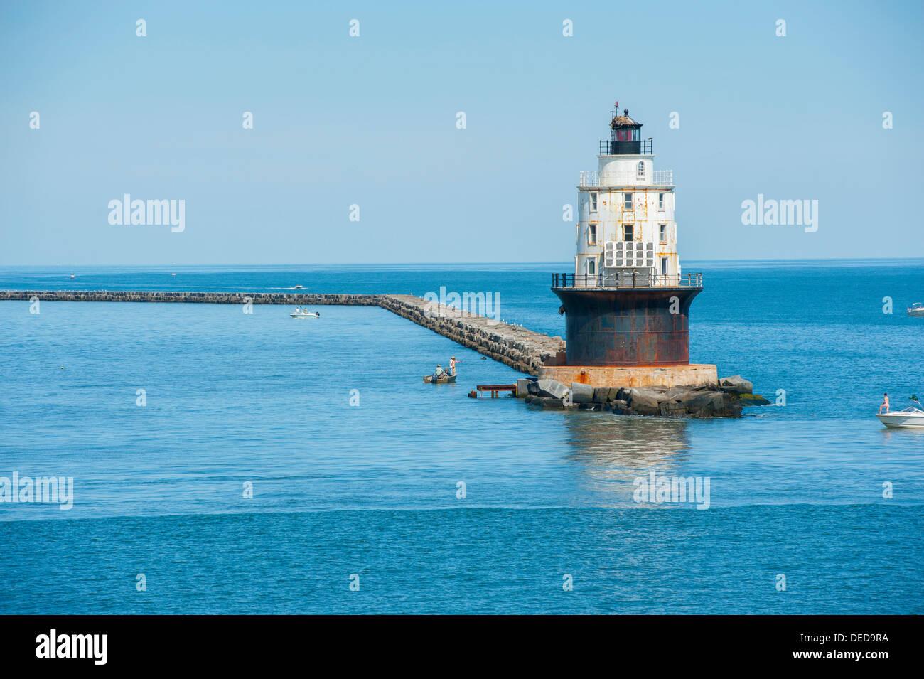 delaware-de-usa-harbor-of-refuge-lighthouse-in-the-delaware-bay-near-DED9RA.jpg