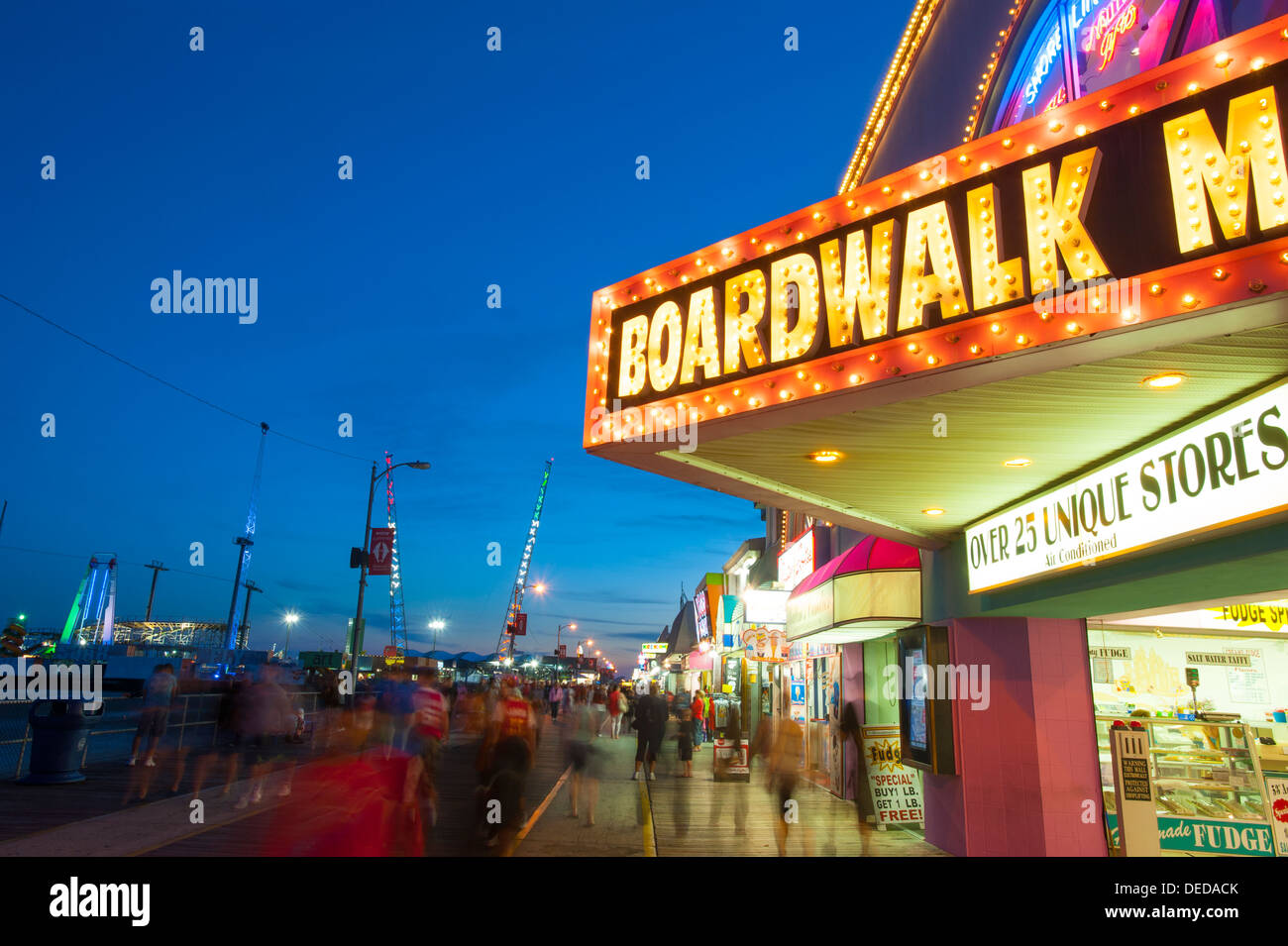 usa-new-jersey-nj-shore-wildwood-boardwalk-at-night-food-games-rides-DEDACK.jpg